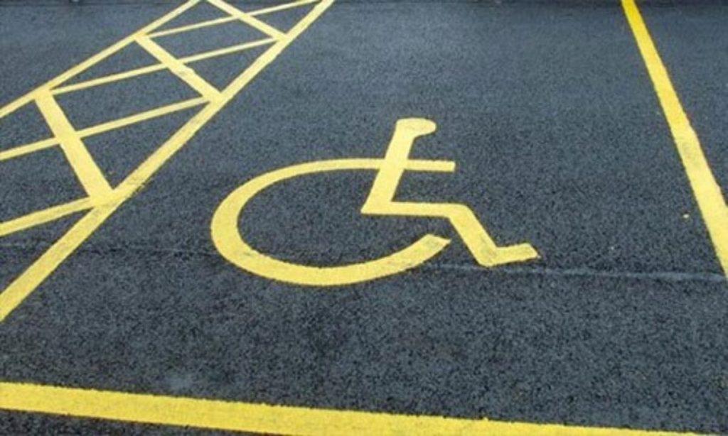 Parcheggiare nel posto per disabili la sentenza della cassazione