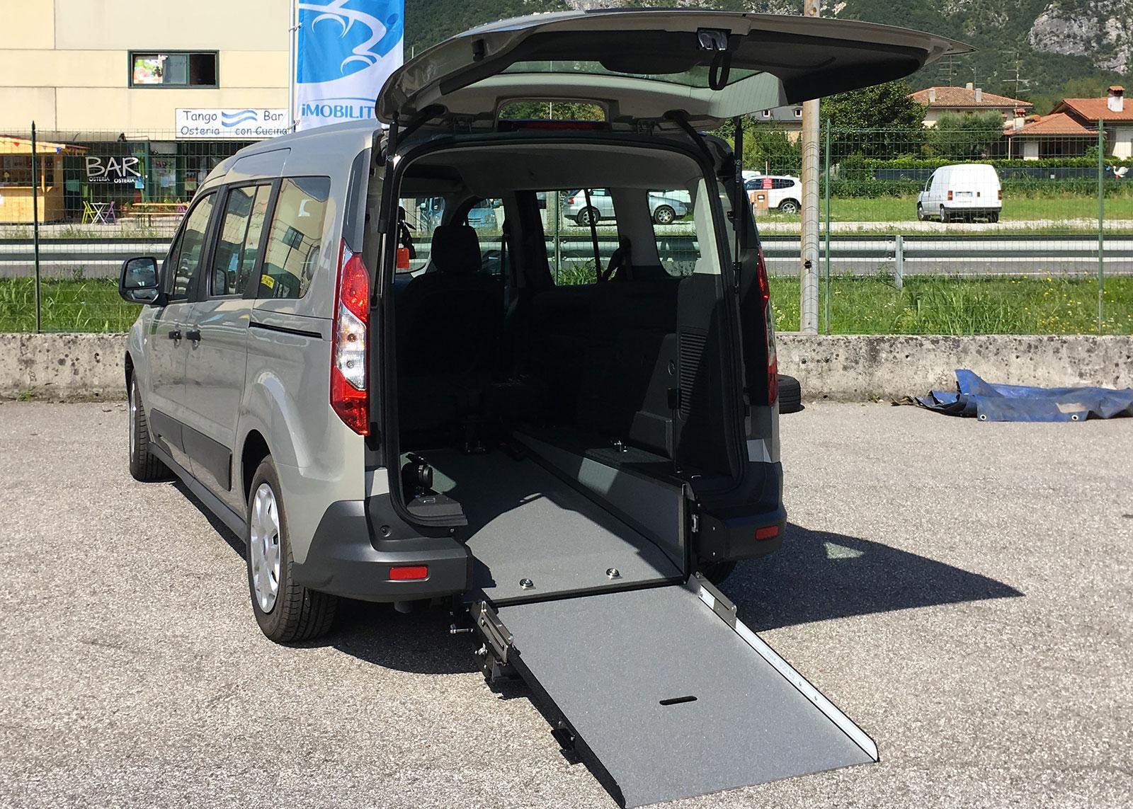 ford-connect-handicap-disabili