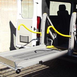 Auto con sollevatore per disabili